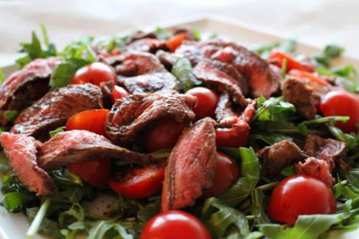 Sałatka z grillowaną wołowiną
