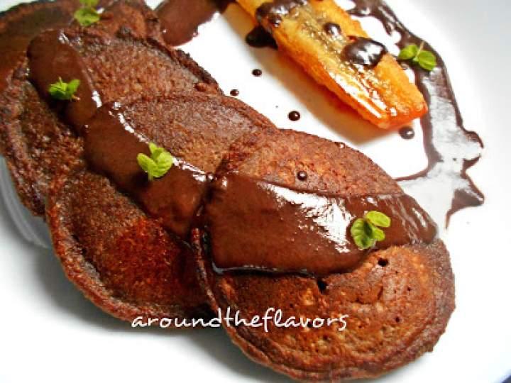 Placki kakaowe z karmelizowanym bananem