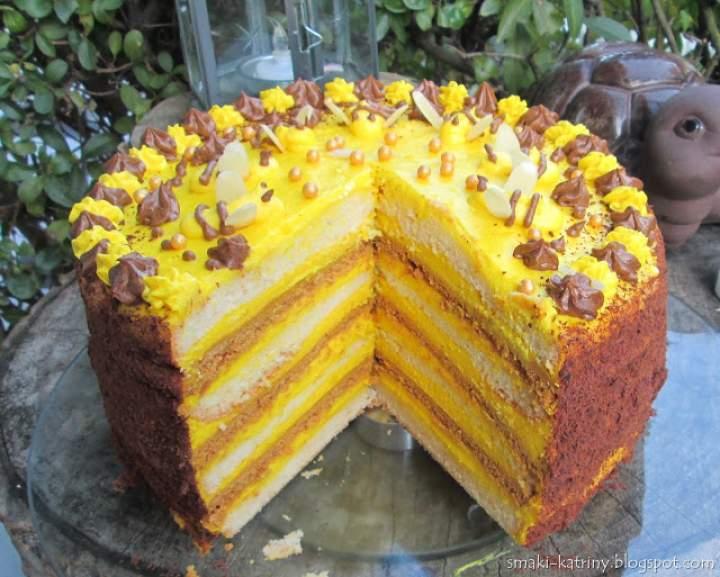 Tort pszczółka-z miodowymi spodami,biszkoptem i kremem