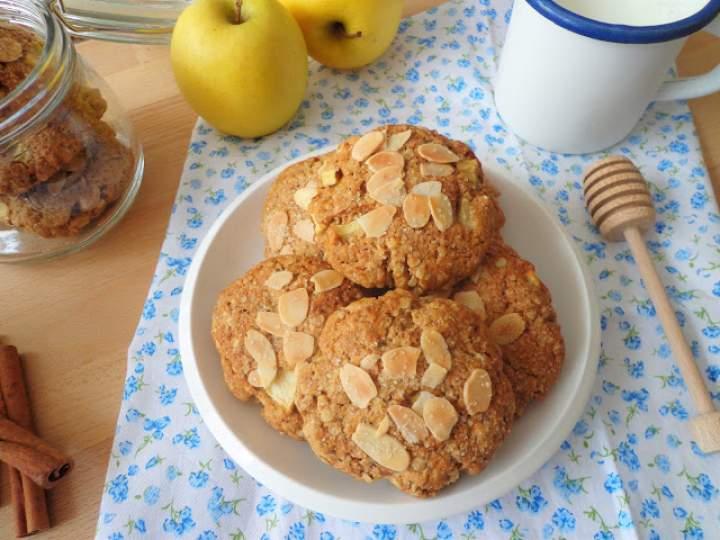 Z cyklu: Dla dzieci – Owsiane ciasteczka z jabłkami (Biscotti alle mele e fiocchi d'avena)