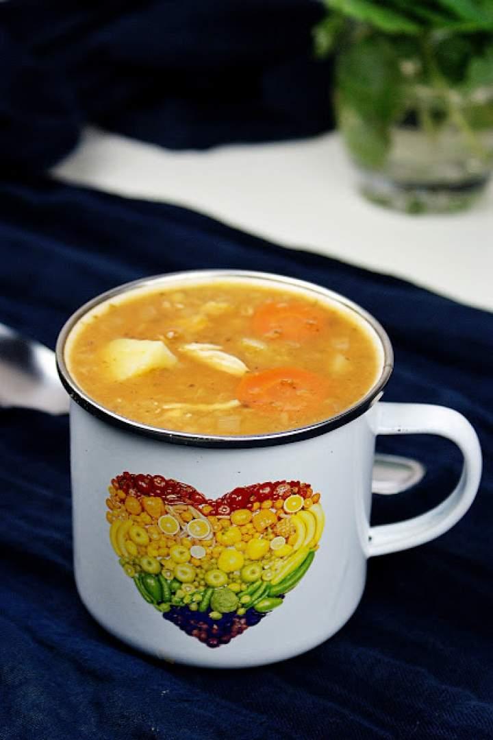 Gęsta zupa z czerwonej soczewicy