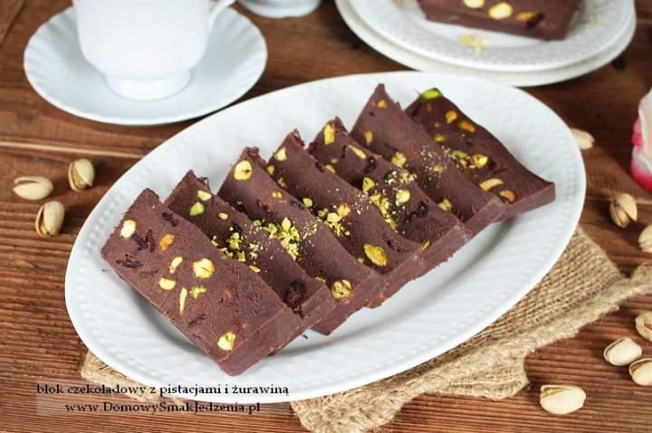 blok czekoladowy z pistacjami i żurawiną