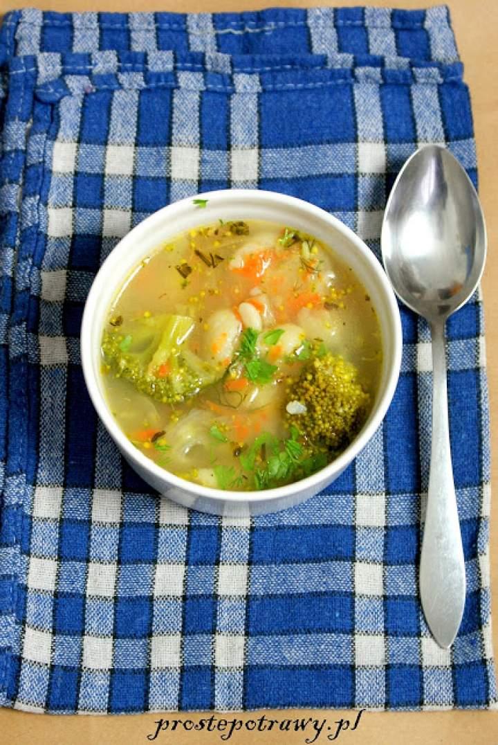 Wegańska zupa warzywna