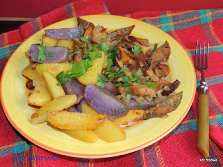 Rydze smażone z kolorowymi ziemniakami – ciepła sałatka na obiad