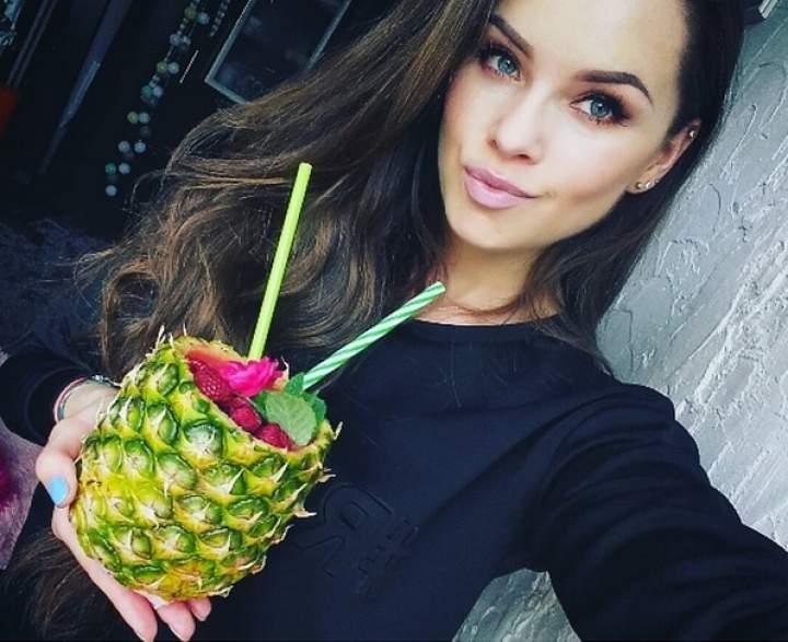 ananas + banan + maliny + woda kokosowa