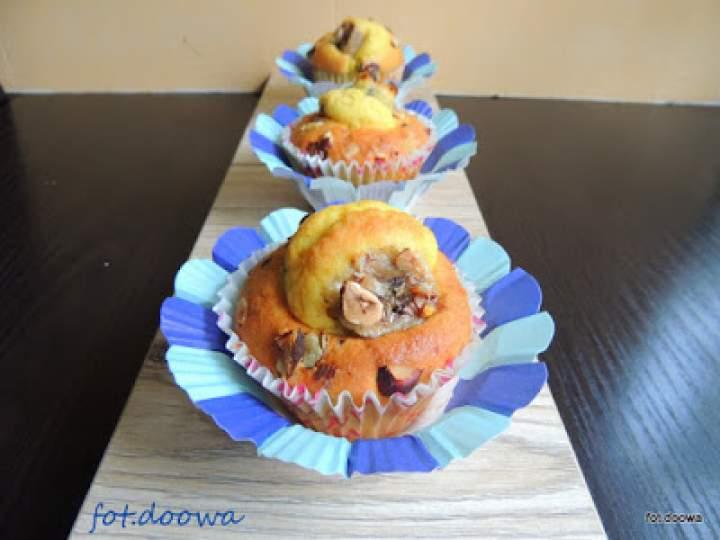 Muffinki biszkoptowe z bakaliami i bananami