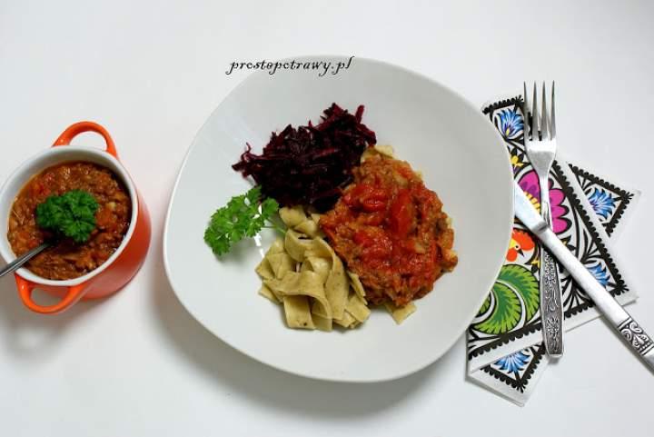 Wegańska soczewica w pomidorach