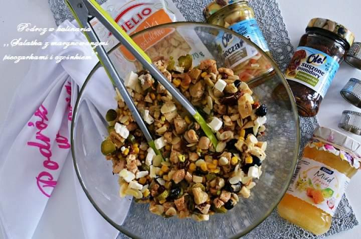 ,,Sałatka z marynowanymi pieczarkami, czosnkiem i prażonymi pistacjami''
