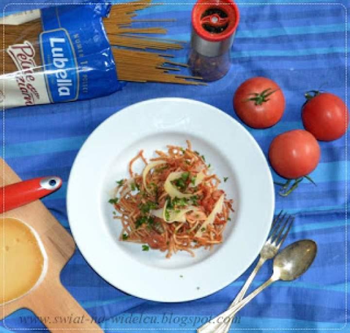 Spaghethii a'la arabiata ze spianatą