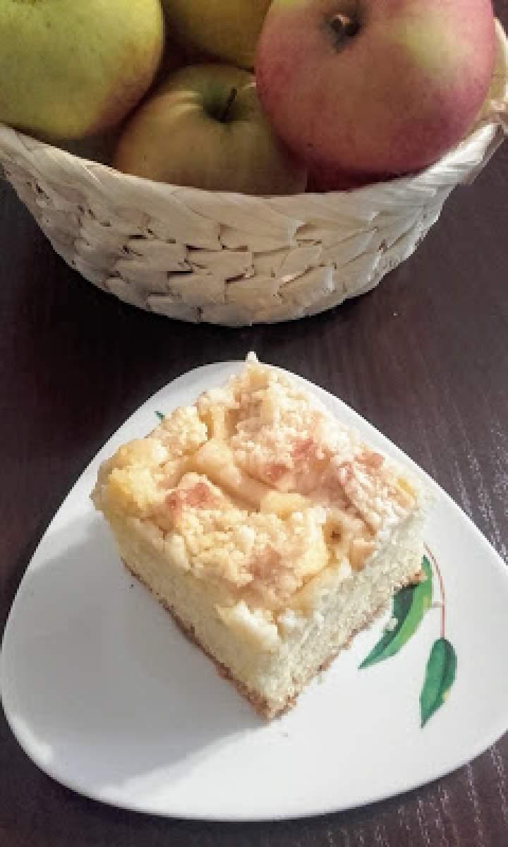Ciasto zagniatane z jabłkami.