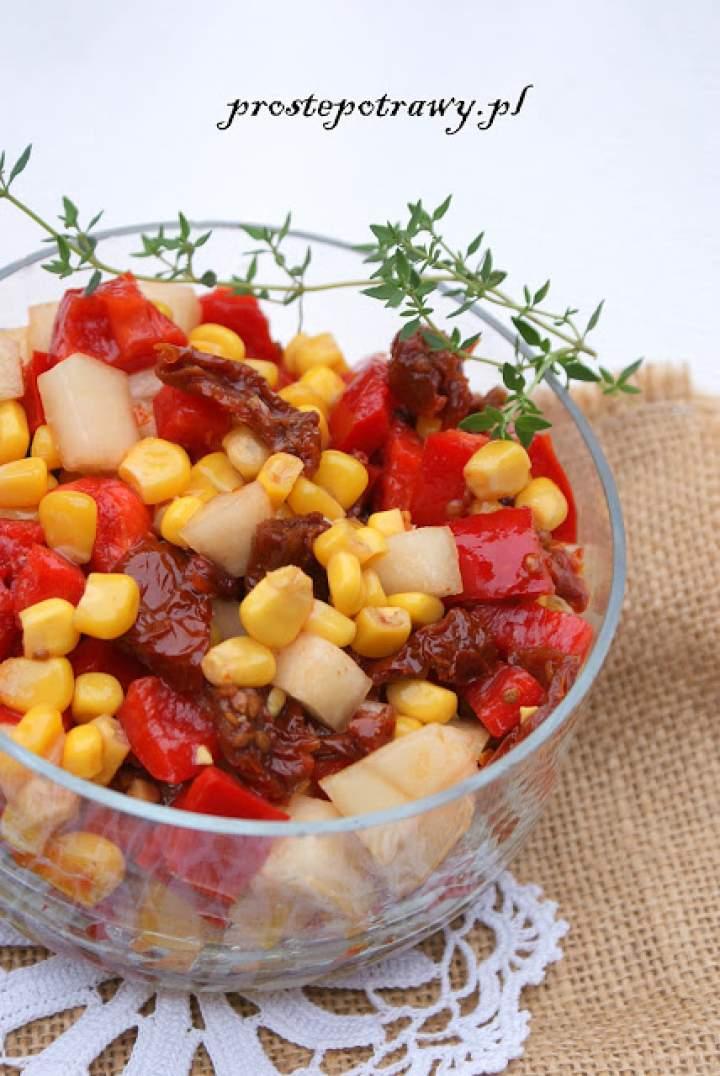 Sałatka z suszonymi pomidorami i melonem