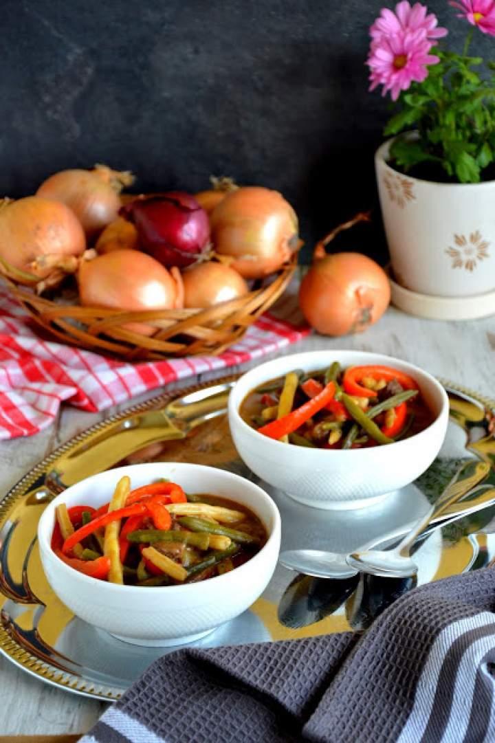 Rozgrzewający i sycący kociołek mięsno-warzywny