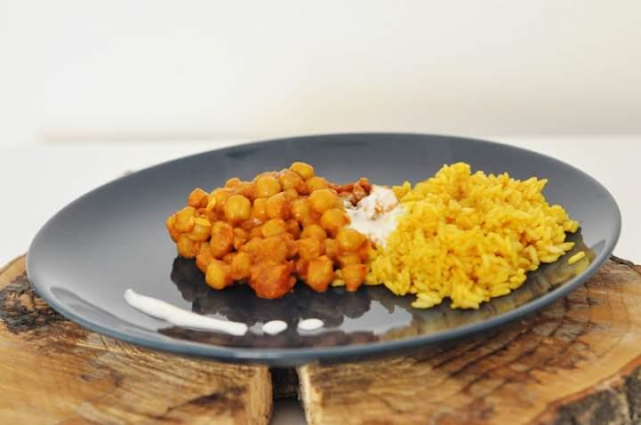 Curry z ciecierzycy  | wegański obiad |
