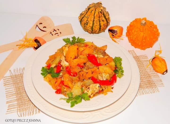 Mix warzyw z piersią z kurczaka pieczonych w piekarniku