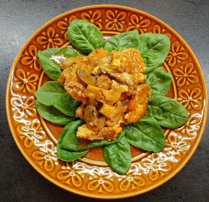 Karkówka w pieczarkowo-pomidorowym sosie