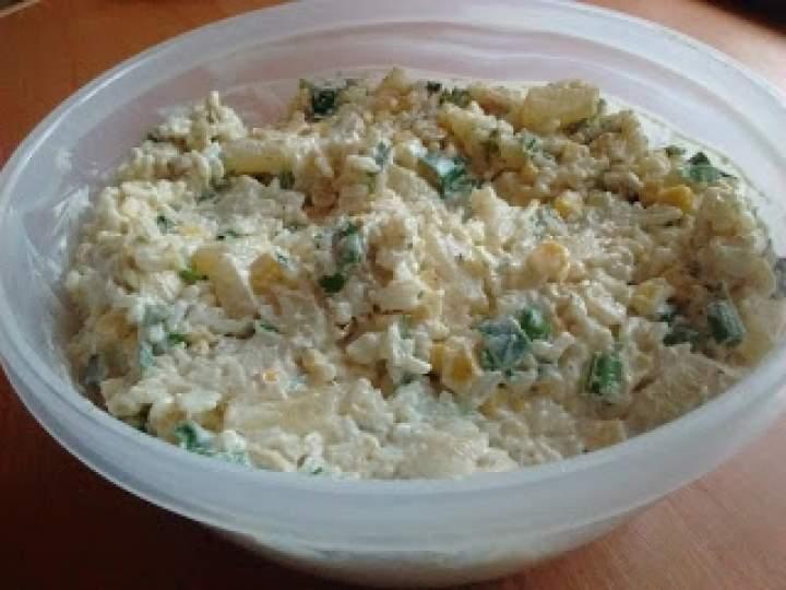 Sałatka gyros z ryżem i ananasem