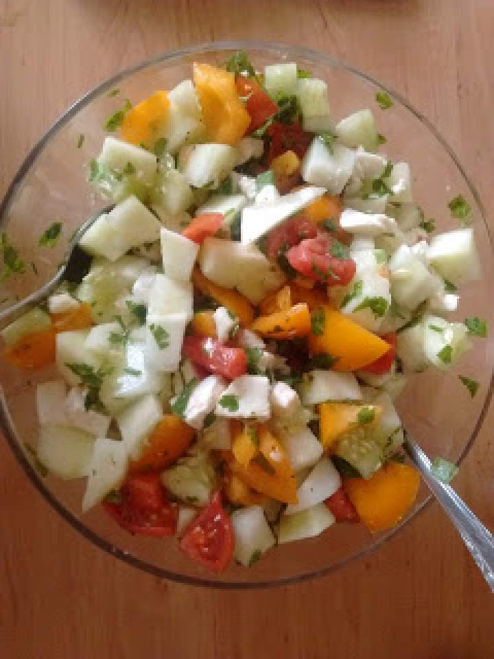 Sałatka z melonem i mozzarellą