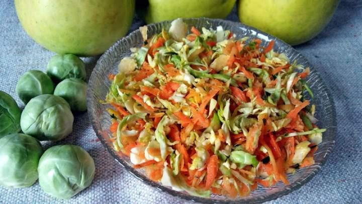 Surówka z brukselki i marchewki