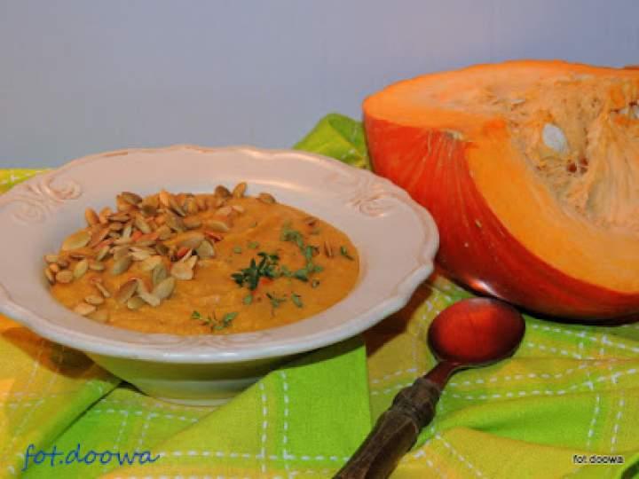 Zupa z dyni i plantanów z masłem orzechowym