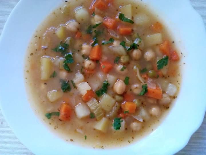 Rozgrzewająca zupa z ciecierzycą