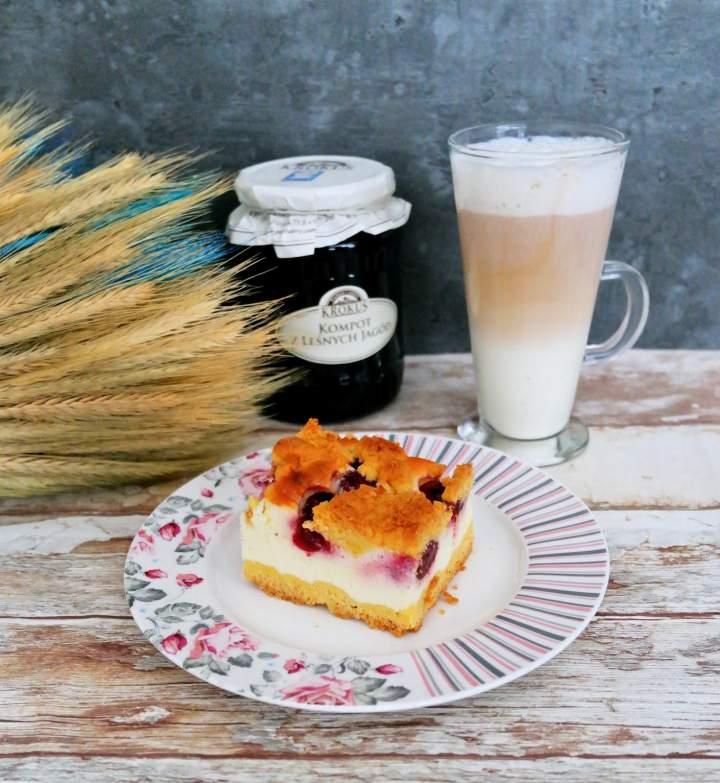 Jogurtowiec z ciastem kruchym i wiśniami