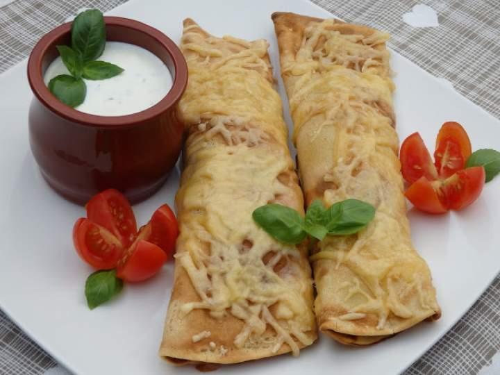 Naleśniki z mięsem, warzywami i fasolą