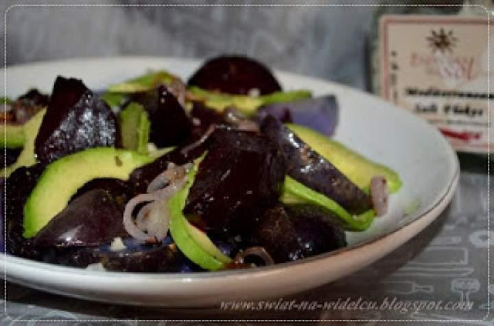 Sałatka ziemniaczana z burakiem i avocado