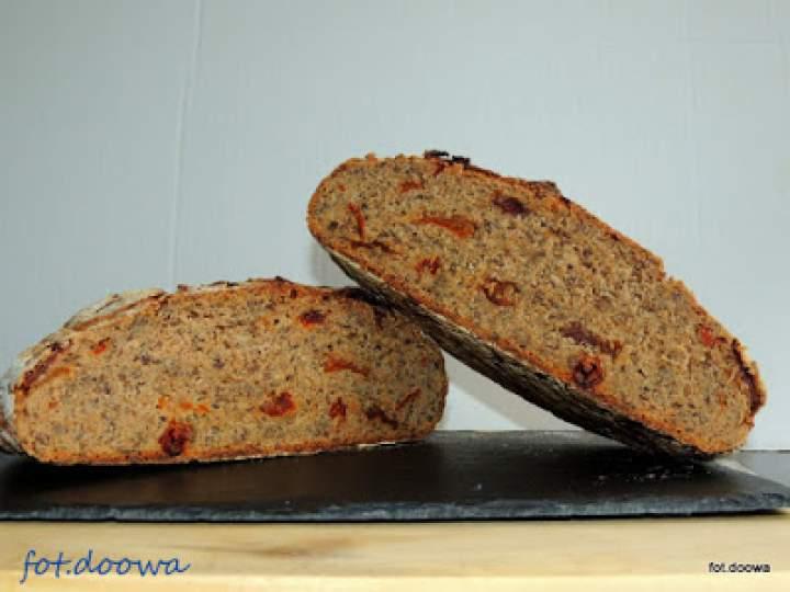 Chleb żytni z suszonymi pomidorami na dzikich drożdzżach