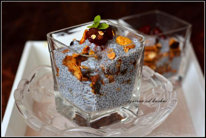Pudding chia z domową granolą