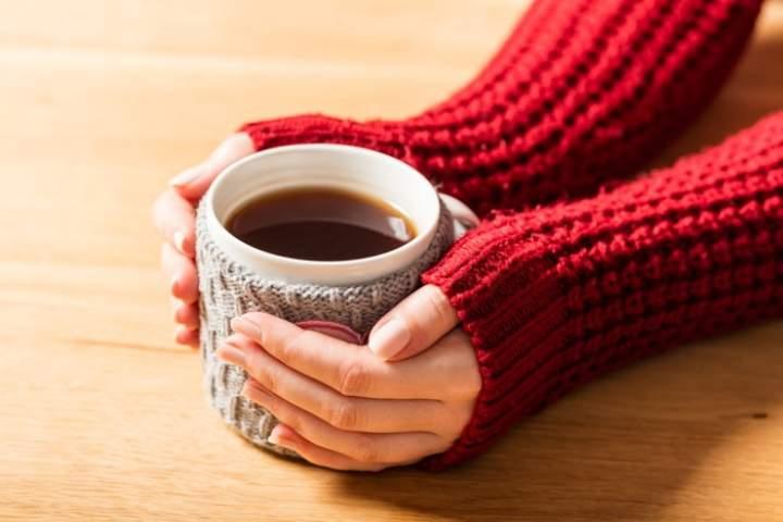 Herbata idealna na zimowe wieczory – jak przyrządzić rozgrzewającą herbatę?