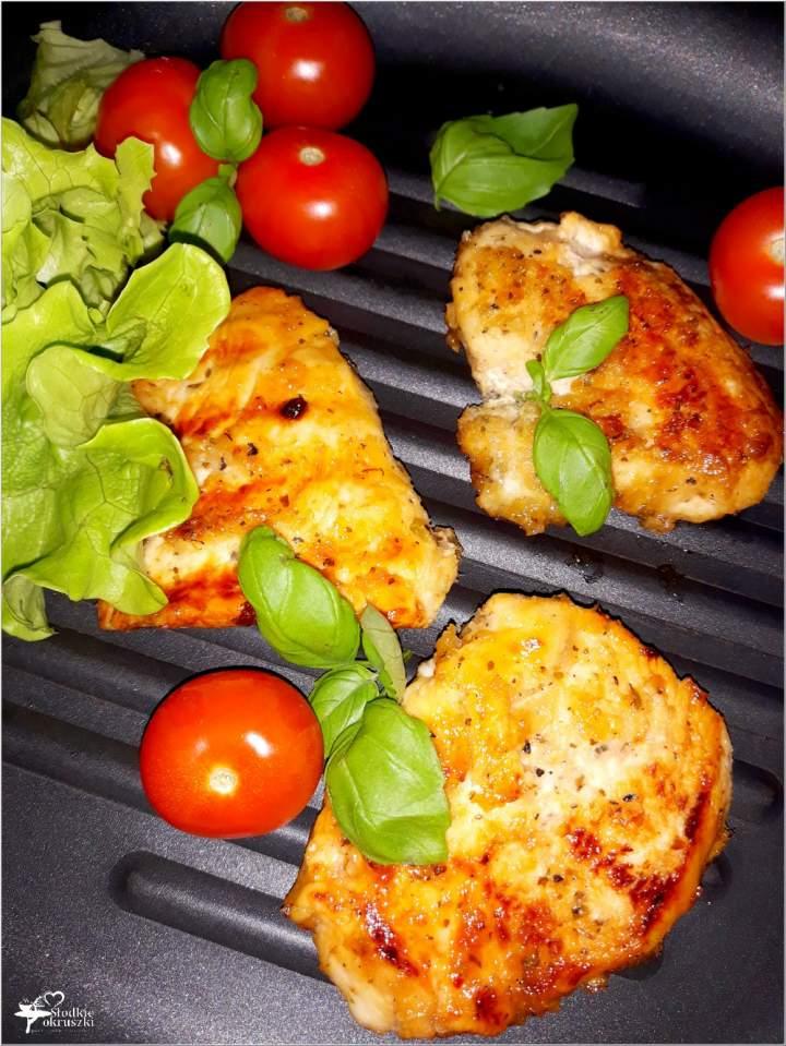 Grillowane piersi z kurczaka w miodowo-chrzanowej marynacie