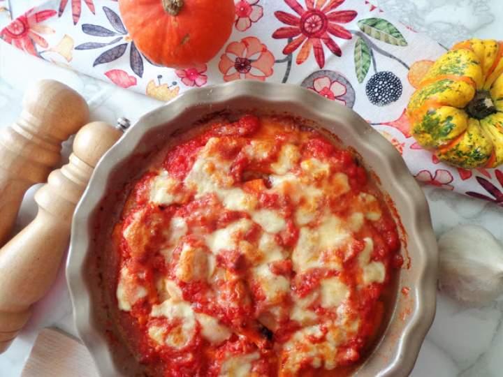 Dyniowa zapiekanka – włoska parmigiana w sosie pomidorowym (Parmigiana di zucca)