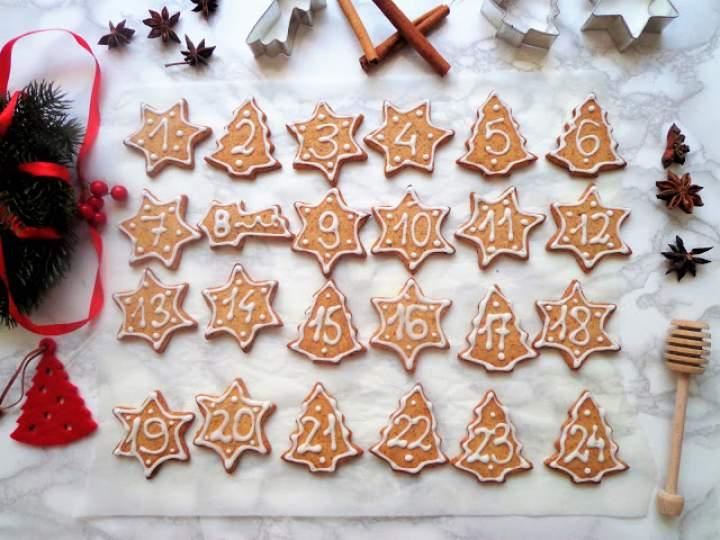Pierniczki do Kalendarza Adwentowego (Biscotti natalizi per Calendario dell'Avvento)
