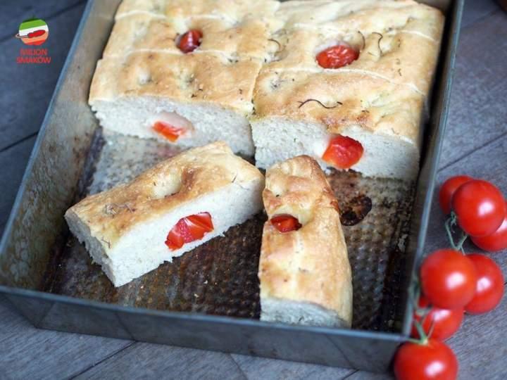 Foccacia z pomidorkami i rozmarynem