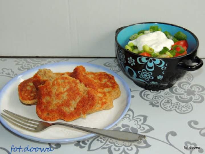 Żytnie placki na zakwasie i pomidory ze śmietaną