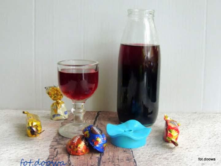 Nalewka z winogron ciemnych z przyprawami