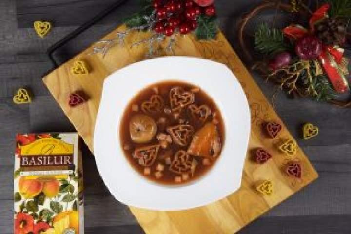 Świąteczna zupa zsuszonych owoców