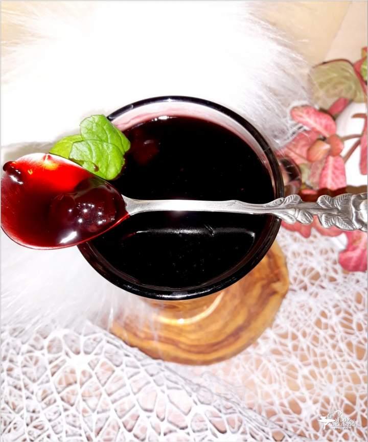 Rozgrzewający deser wiśniowy z podchmielonymi wisienkami