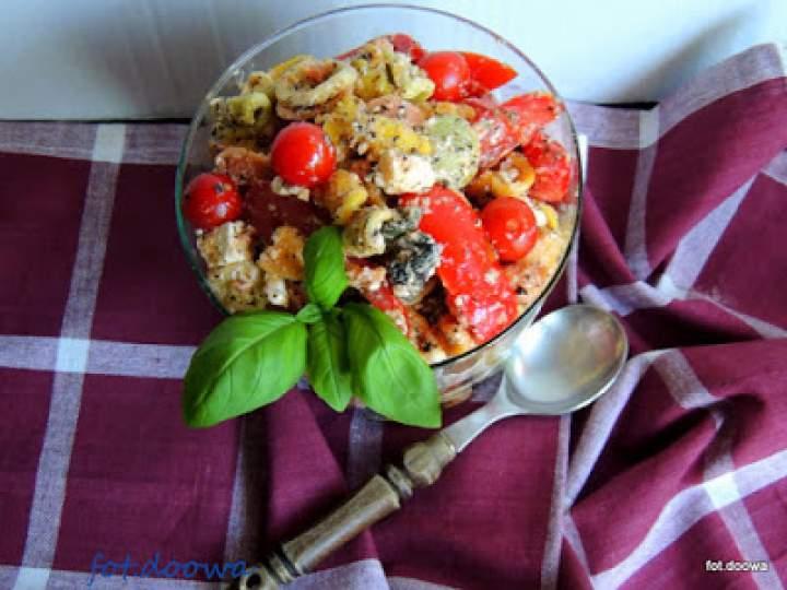 Sałatka makaronowa z serem feta