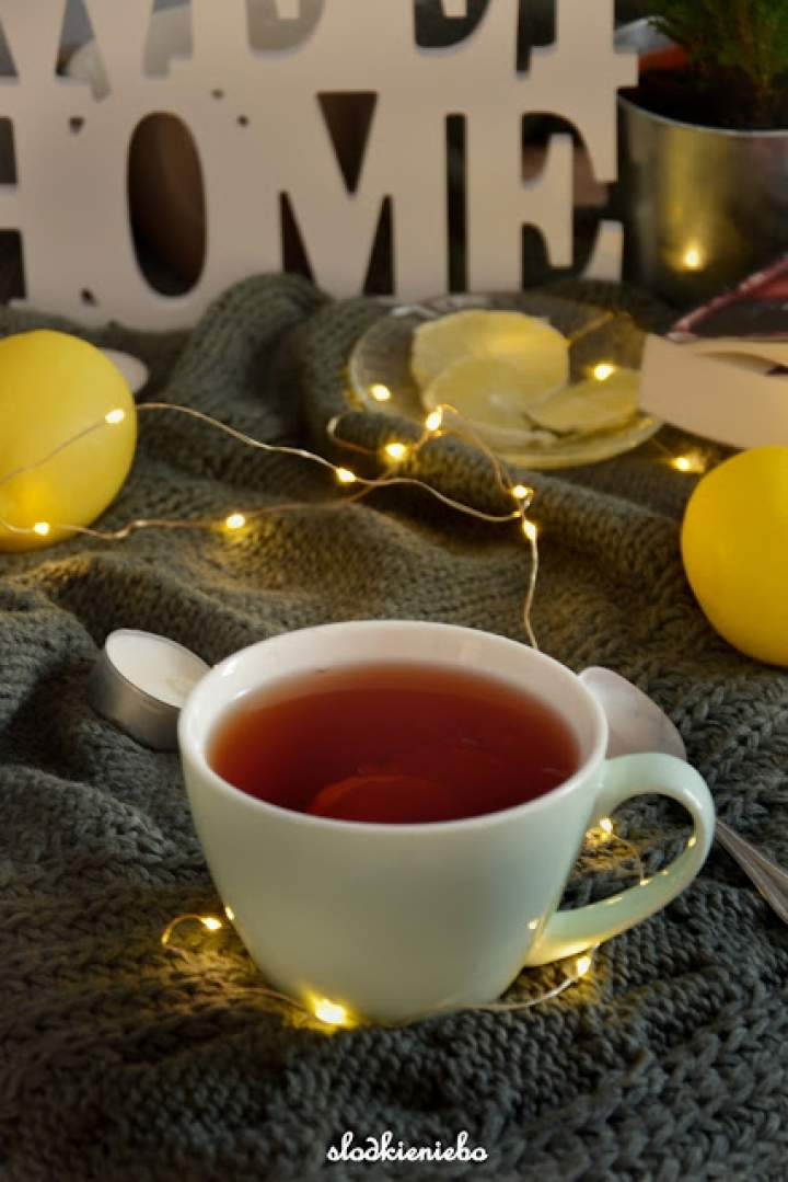 Rozgrzewająca herbata z cytryną i pomarańczą, idealna zimą