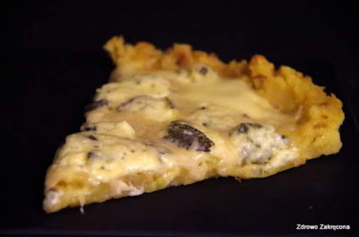 Pizza na spodzie ziemniaczano-serowym bez jajek i mąki! Obłędna!