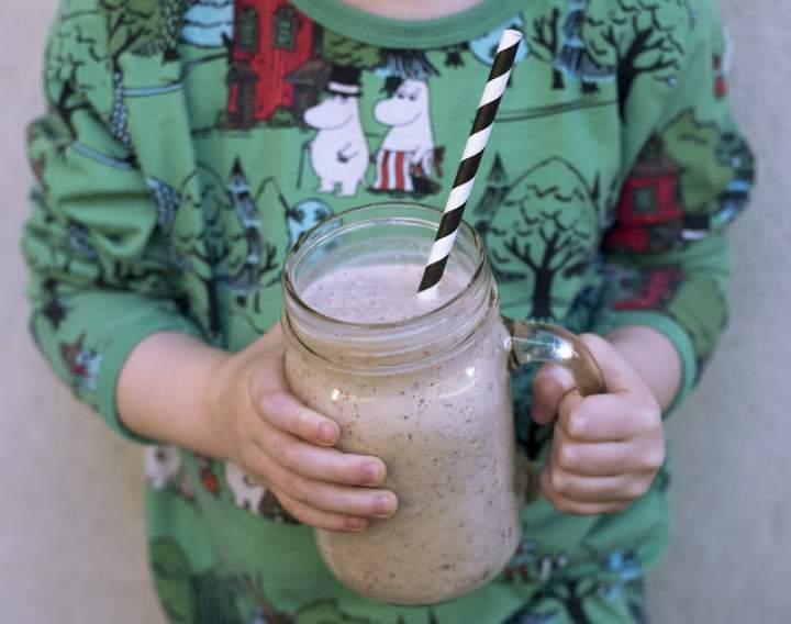 młody kokos + migdały + daktyle + mleko migdałowe + cynamon + sól