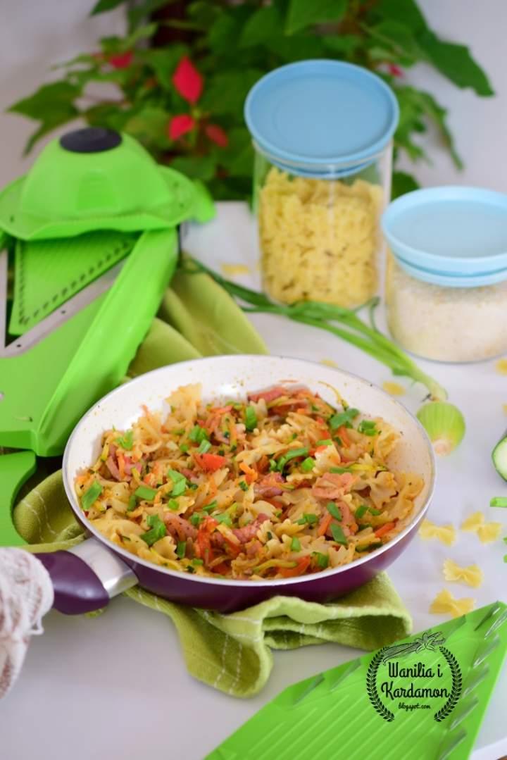 Makaron z boczkiem i warzywami