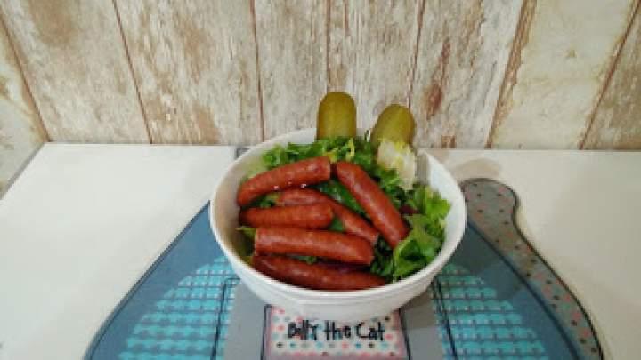 Kiełbaski Frankfurterki z sałatą