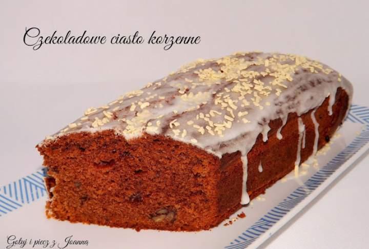Czekoladowe ciasto korzenne z orzechami pekan i nutellą