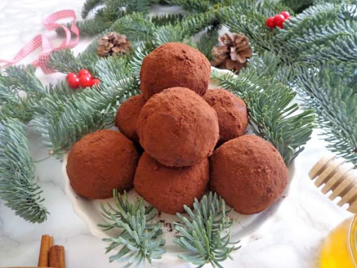 Bakaliowe kulki z miodem i cynamonem (Palline di frutta secca, miele e cannella)