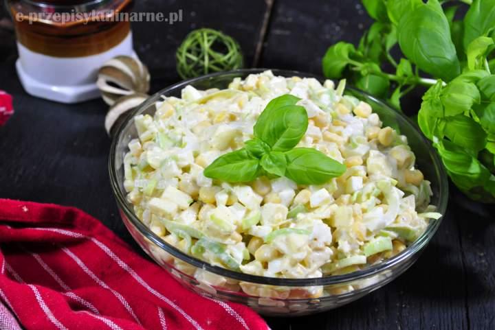 Sałatka porowa z jajkami i kukurydzą