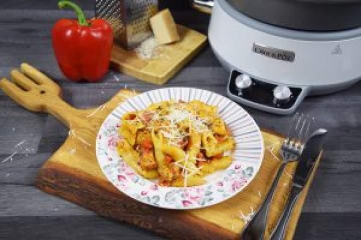 Makaron zkurczakiem wsosie pomidorowo-serowym