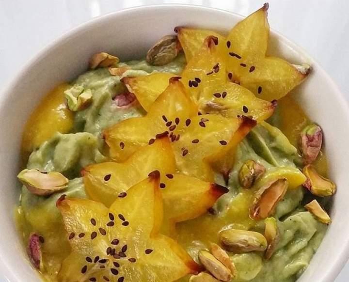 szpinak + awokado + kiwi + banan + limonka + pistacje
