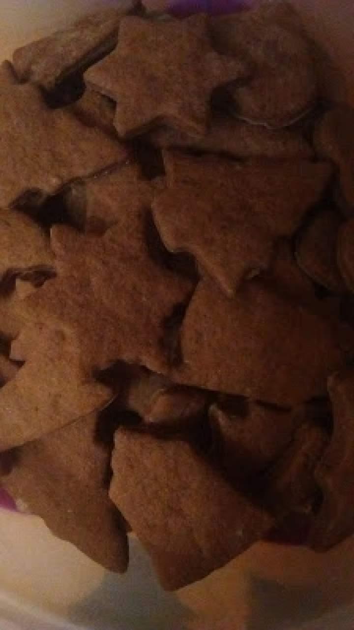 Kruche pierniczki korzenno-czekoladowe